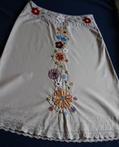 sukne vysivana